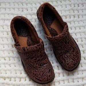 BOC bono clogs sz 9 brown tan shoes floral